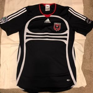 Adidas DC United soccer jersey great condition!!